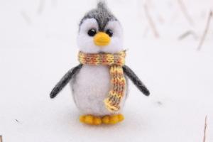 Игрушки из шерсти. Пингвин. Валяние