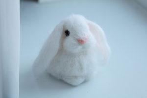 Авторские игрушки из шерсти. Пушистый кролик. Белый зайчик. Валяние