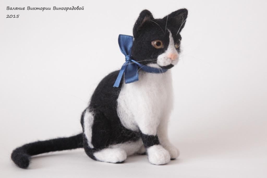 Кошка черно белая