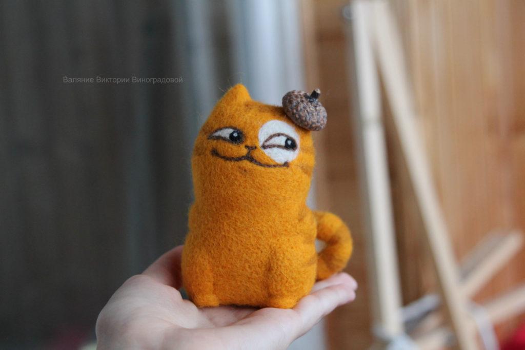 Кот валяние