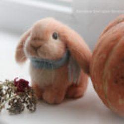игрушка из шерсти кролик