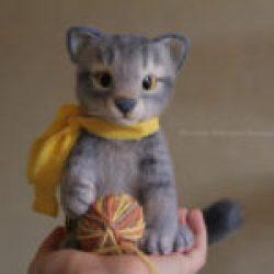 Игрушка из шерсти котик