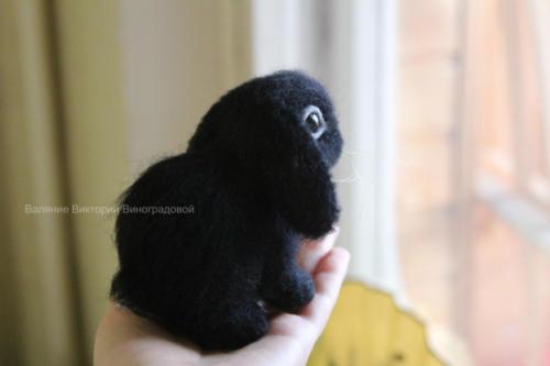 черный кролик игрушка